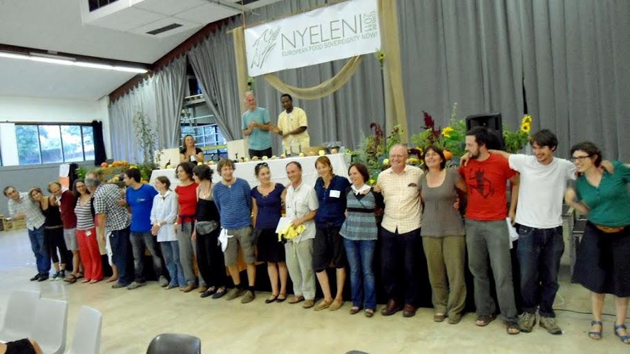 Nyeleni Europe Forum 2011 Podium mit Menschenreihe